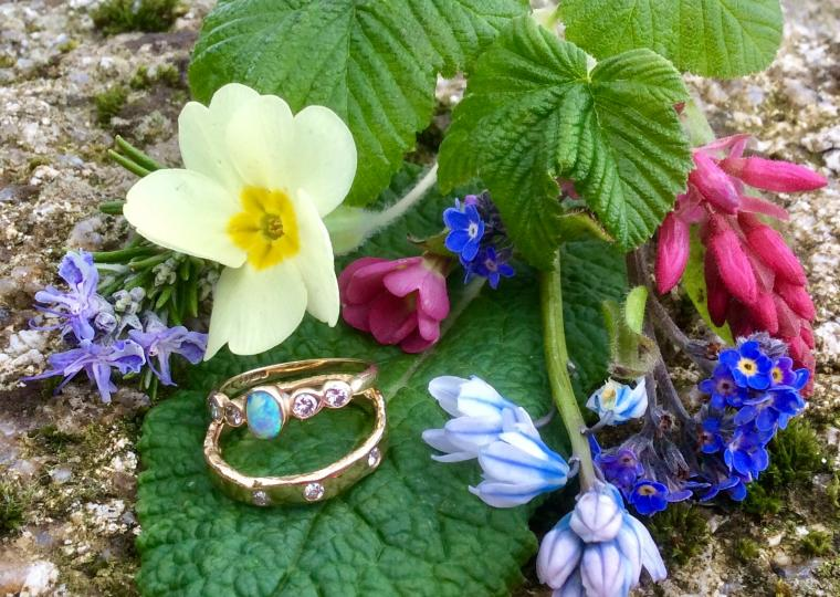 Two rings with spring flowers